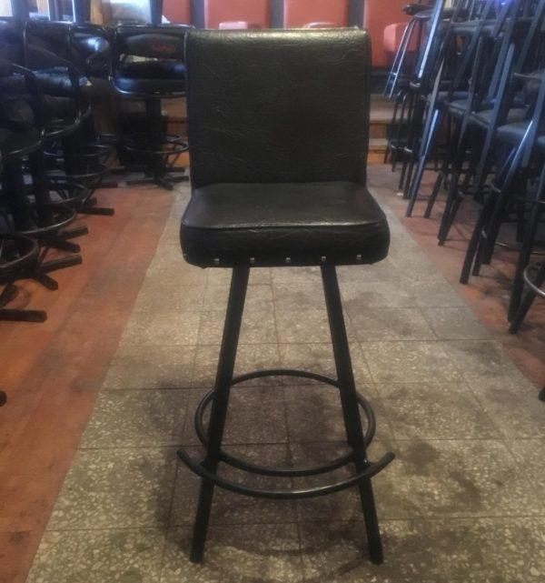 Barová židle s kulatou podnožkou